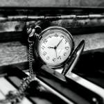 clock-588954_bnw_1280x720